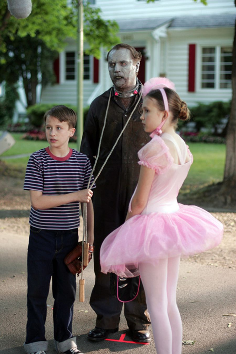 Domesticated zombie Fido (Billy Connolly) can be safely left with the children (K'Sun Ray and Alexia Fast).