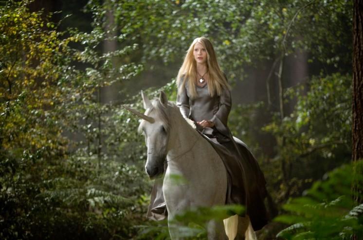 Fallen star Yvaine (Clare Danes) astride a unicorn.