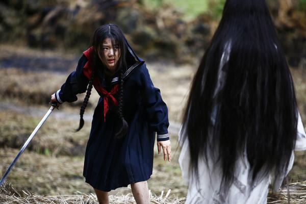 Vampire-hunter Saya (Gianna) battles vampire-queen Onigen (Koyuki).