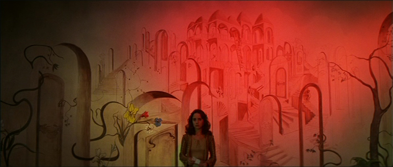 Suzy Banyon (Jessica Harper) stands before the hidden door with three irises.