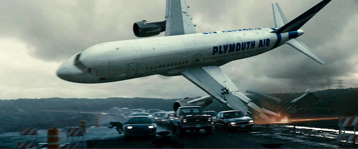 A spectacular plane crash - one of the films special effects highlights.